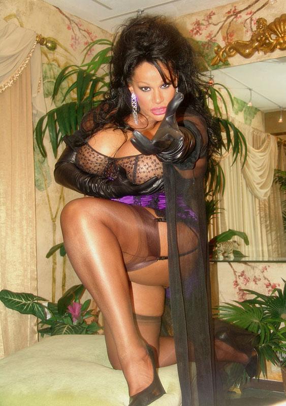 vanessa del rio goddess queen of fetish in girdles corsets